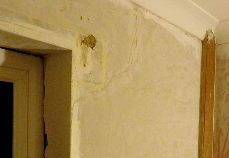 the area of plaster above the corner of the window recess is cracked
